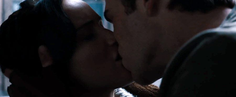 Gale And Katniss Kissing Gale Hawthorne Hunger Games Gale