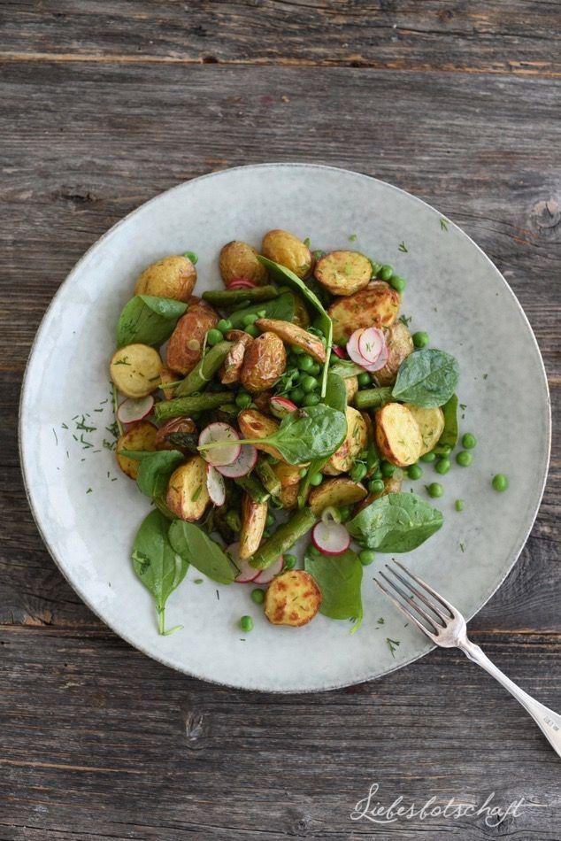 Kartoffelsalat mit Spargel, Erbsen und Radieschen