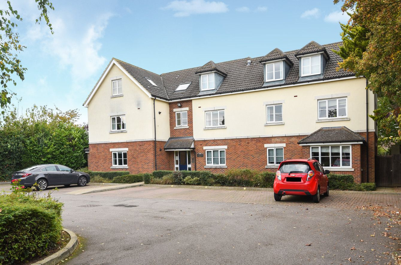 IMS are pleased to announce this two bedroom Flat for SALE in Bicester for £240,000.  For more information please call 01869 248339 or email sales@imsinternet.co.uk