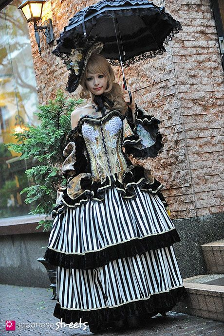 Black Umbrella, Goth, Skirt, Doll - Japanese street fashion in Harajuku, Tokyo -Kikira Shoten, Alice and the Pirates, QUEEN BEE