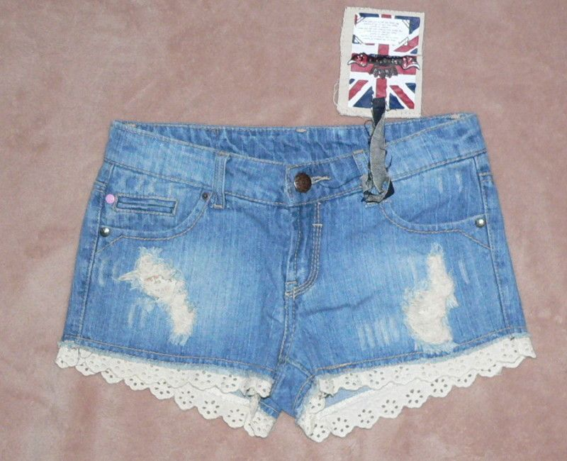 Add lace trim to a pair of old shorts