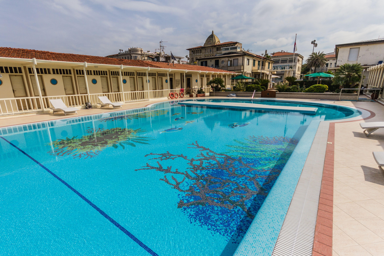 Mosaico+ Piscina stabilimento balneare Bagno Tirreno realizzata a ...