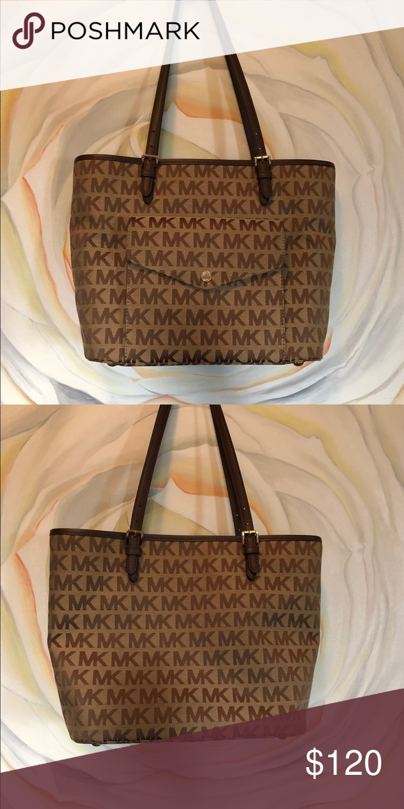 853d6fe56485e4 Michael Kors Purse tan with MK logo dark brown This is a Michael Kors brand  shoulder bag, light weight. Light tan and brown this is the signature  Michael ...