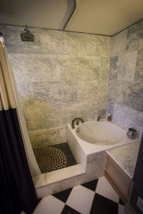 Baignoire japonaise, douche en marbre Vermont