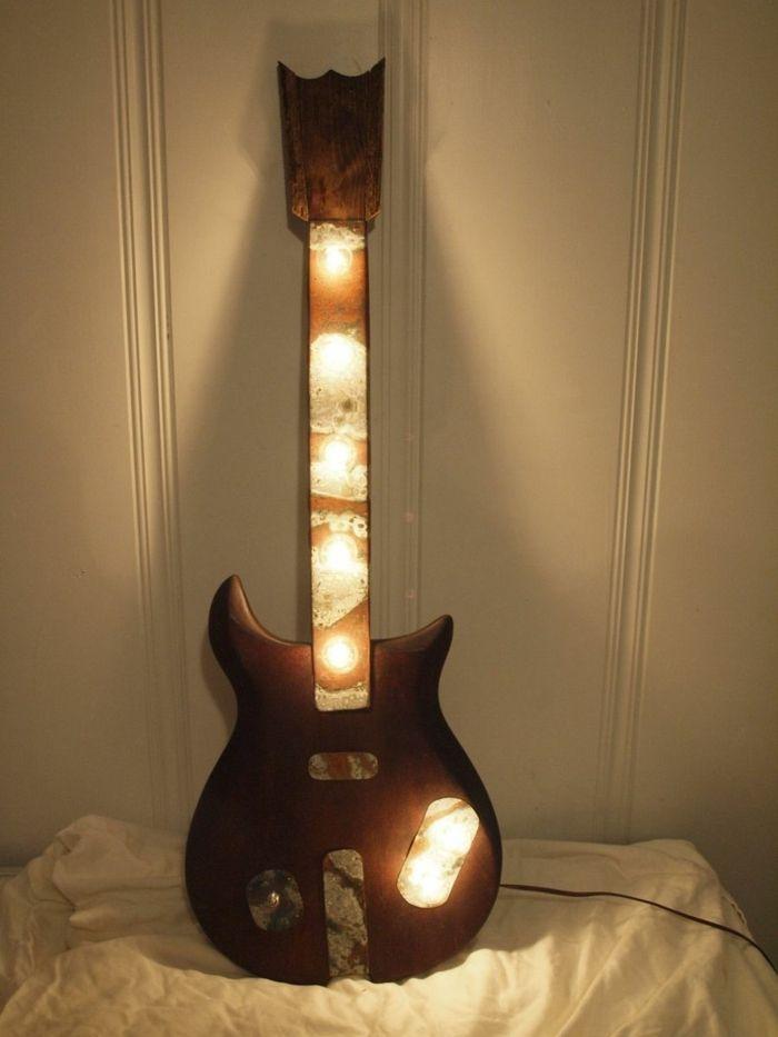 Upcycling Ideen Dekoideen Deko Wohnzimmer DIY Kreativ Gitarre Lampe