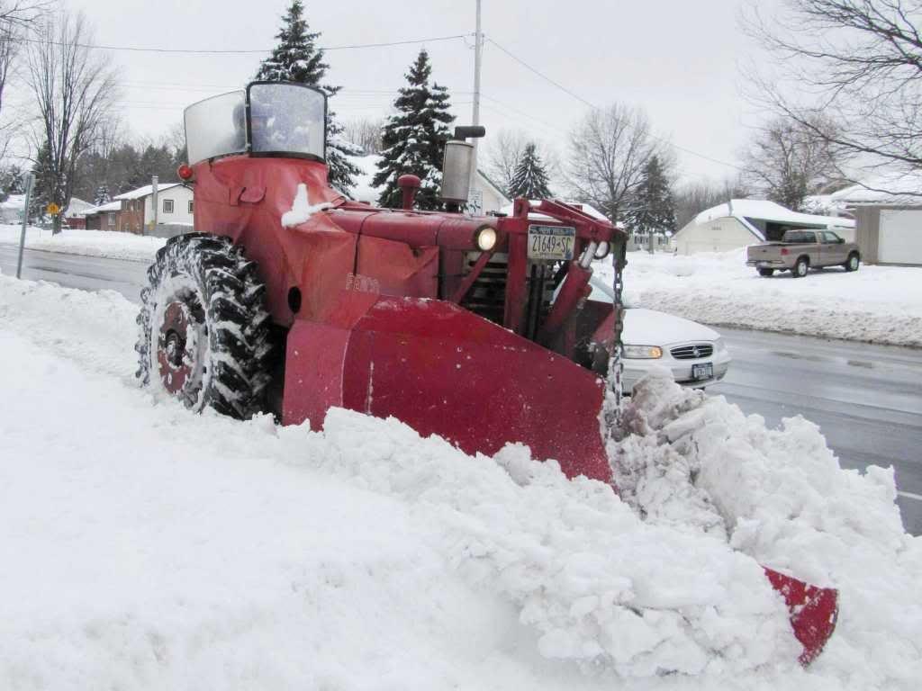 Farmall Sidewalk Snowplow At Work Photo Farmall International Harvester Ihc Forum Trekker
