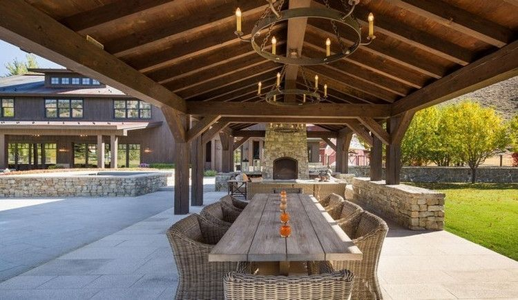 The Lucky 7 Ranch Is An 11-bedroom, 14-bathroom Mansion