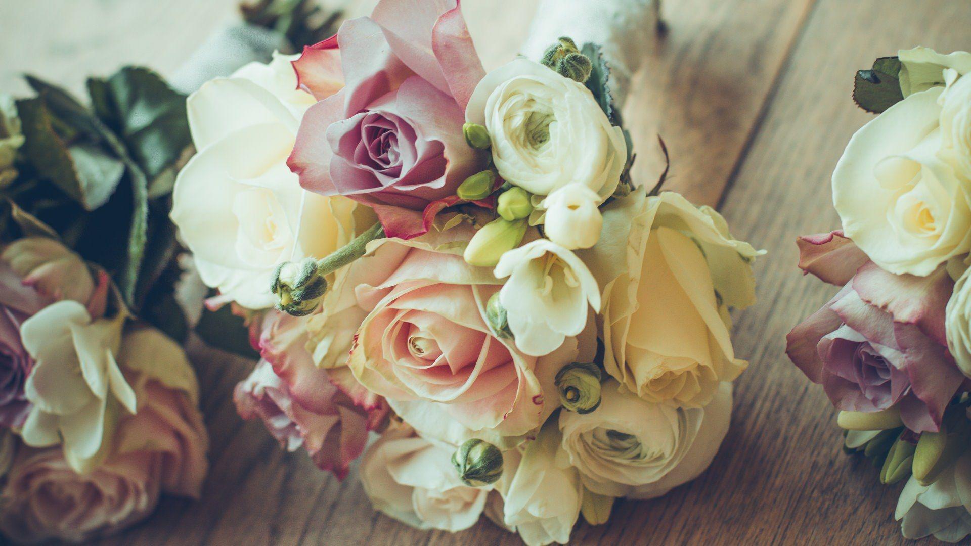 roses bouquet composition design (1920x1080) via Classy