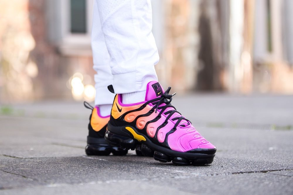 6ecdbaca89d Nike W Air VaporMax Plus -  Sherbet  Black