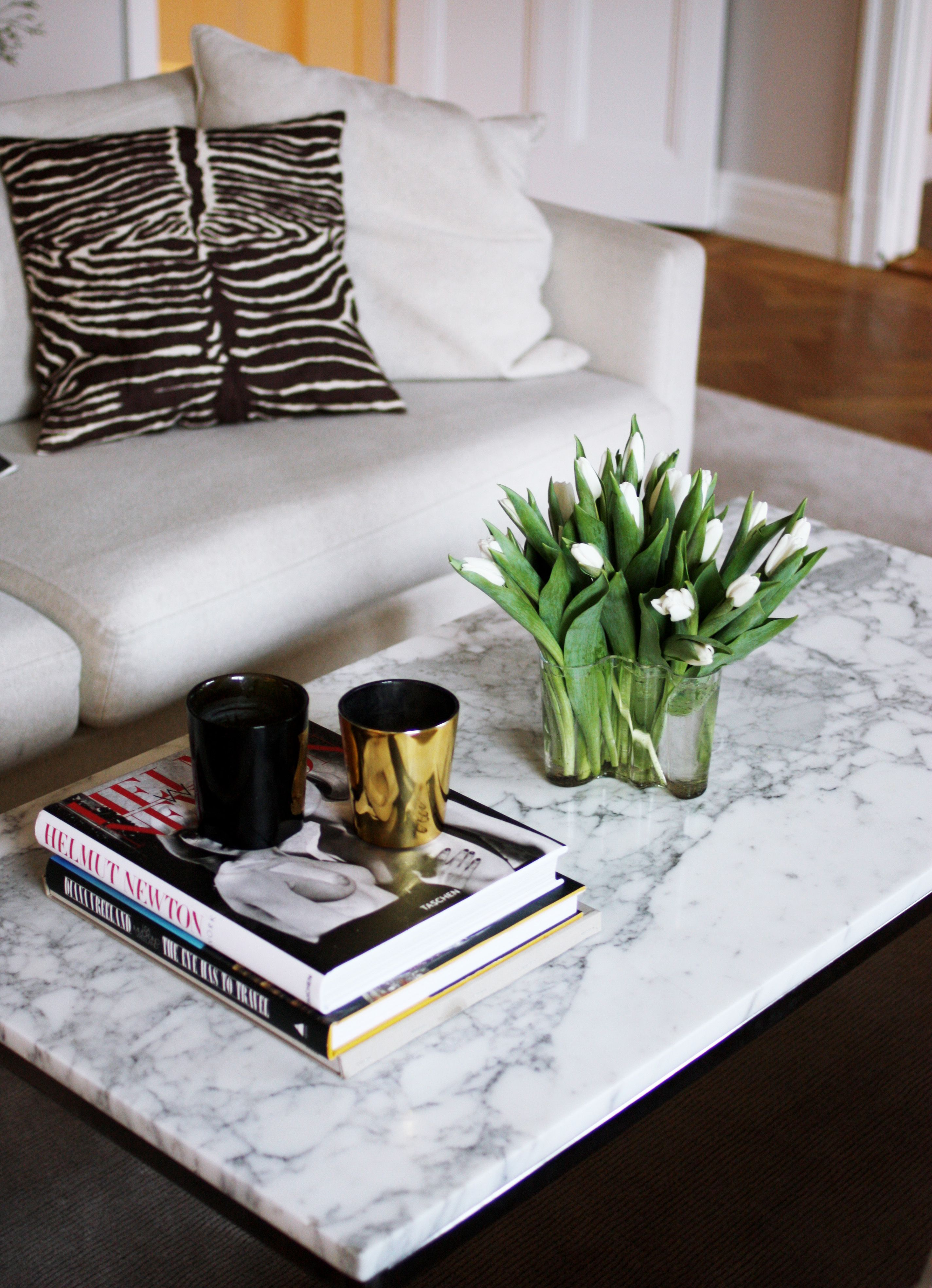 Pin By Mylifestyle On D E T A I L S Marble Top Coffee Table Modern Coffee Table Decor Decorating Coffee Tables [ 3936 x 2848 Pixel ]