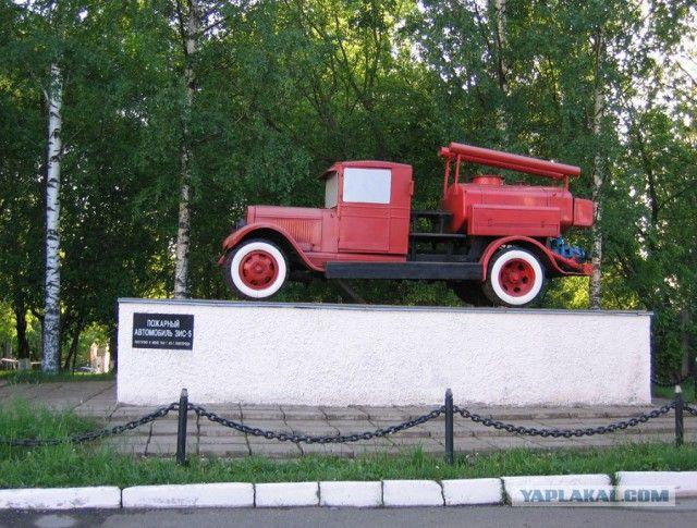 Автомобили на постаменте