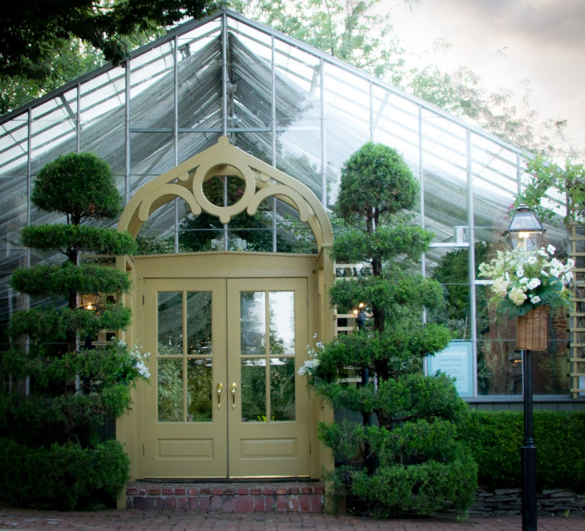 The Conservatory Is An All Glass Tropical Gardenhouse Wedding Venue Located In St Charles Mo St Lou Conservatory Garden Garden Wedding Venue Wedding Venues