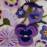 Crocheted flowers by Lesley Stanfield from Sommerfuglen (Denmark)