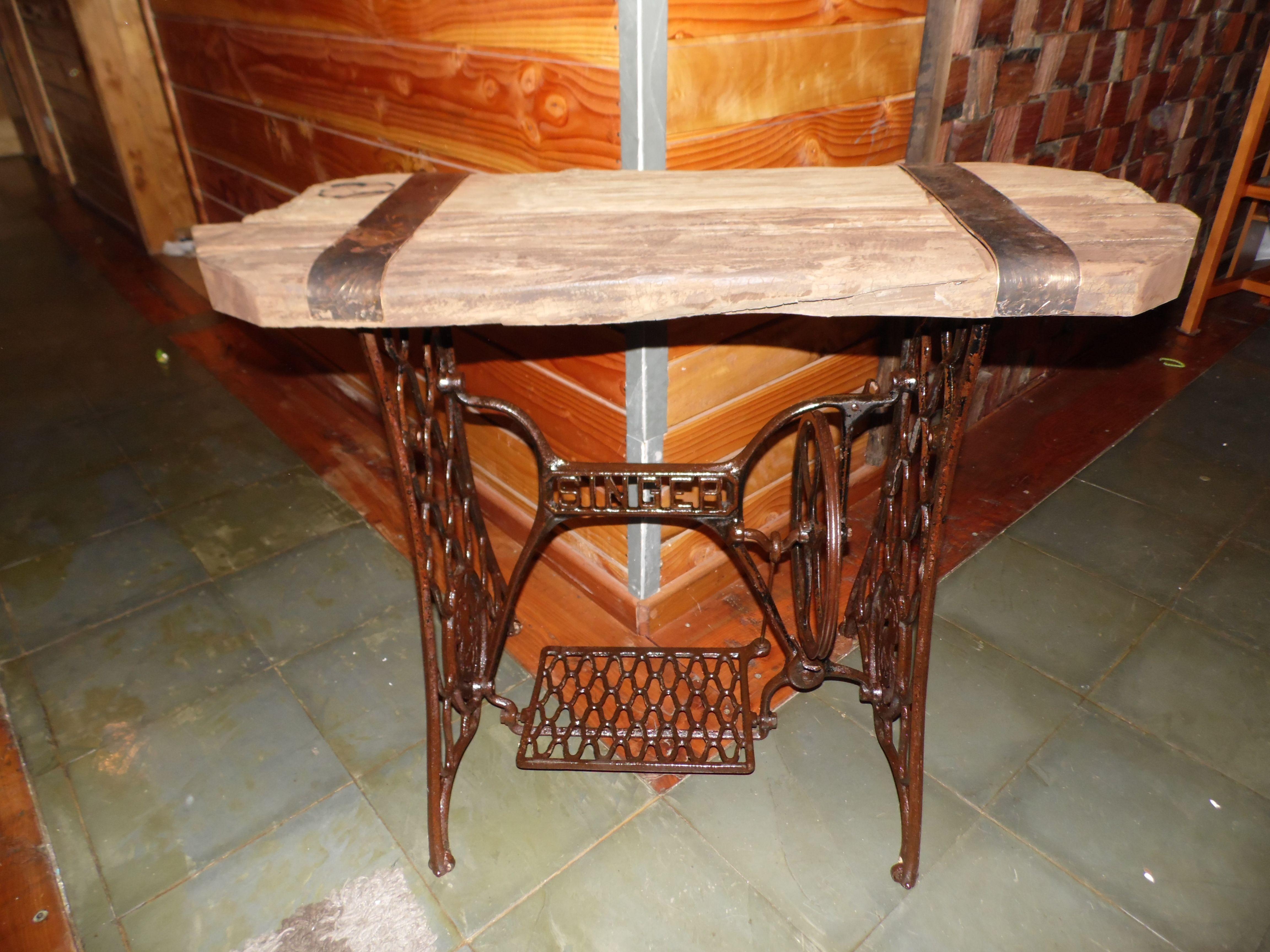 Arrimo Rustico Con Base De Maquina De Coser Antigua Muebles  # Muebles Maquina De Coser