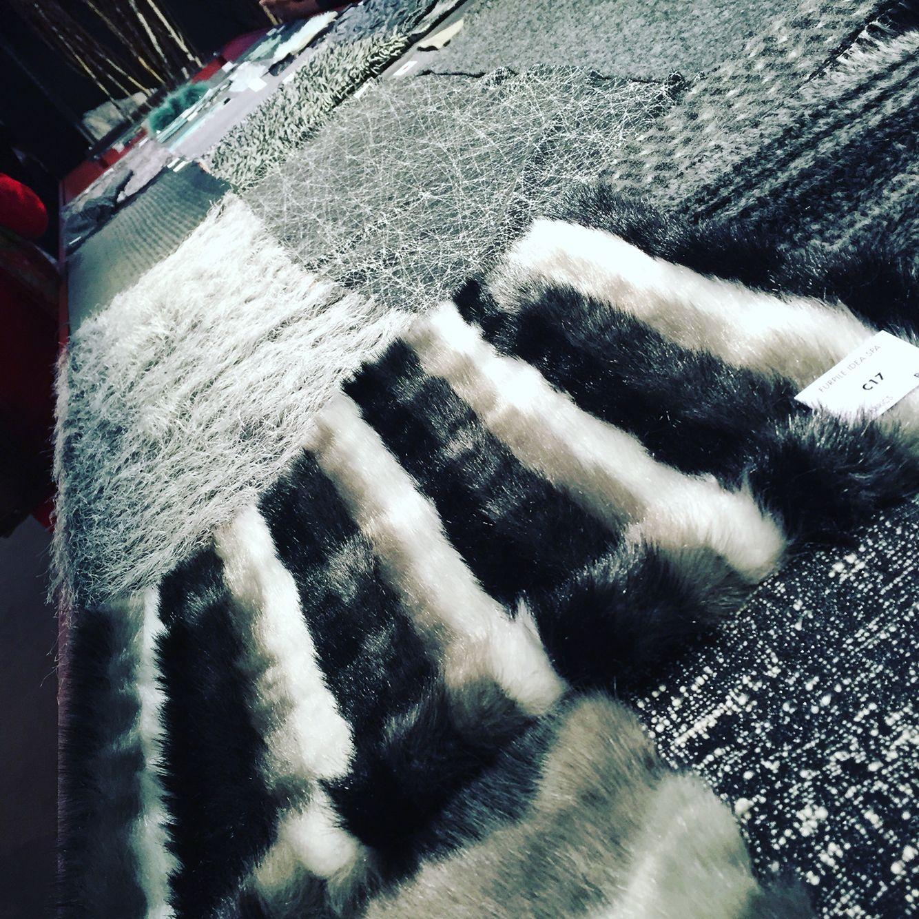 Alla ricerca di qualcosa si nuovo!!! #newcollection #milanounica #moda #madeinitaly #fiera #tessuti #emotion #ispirazione #daperdersi #chebellezza #marquisandoge #mand #luxury
