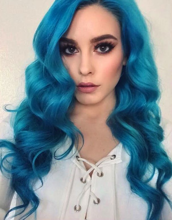 Blue And Turquoise Hair Color And Lovely Wavy Hairstyle Model