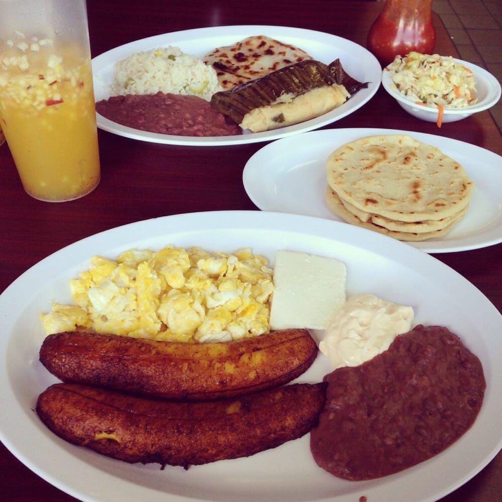 El Salvador food. Tamales, Tortillas, Plantains, eggs, beans, cream, cheese and Fuit Juice  #elsalvador #toursinelsalvador #breakfast #elsalvadorfood
