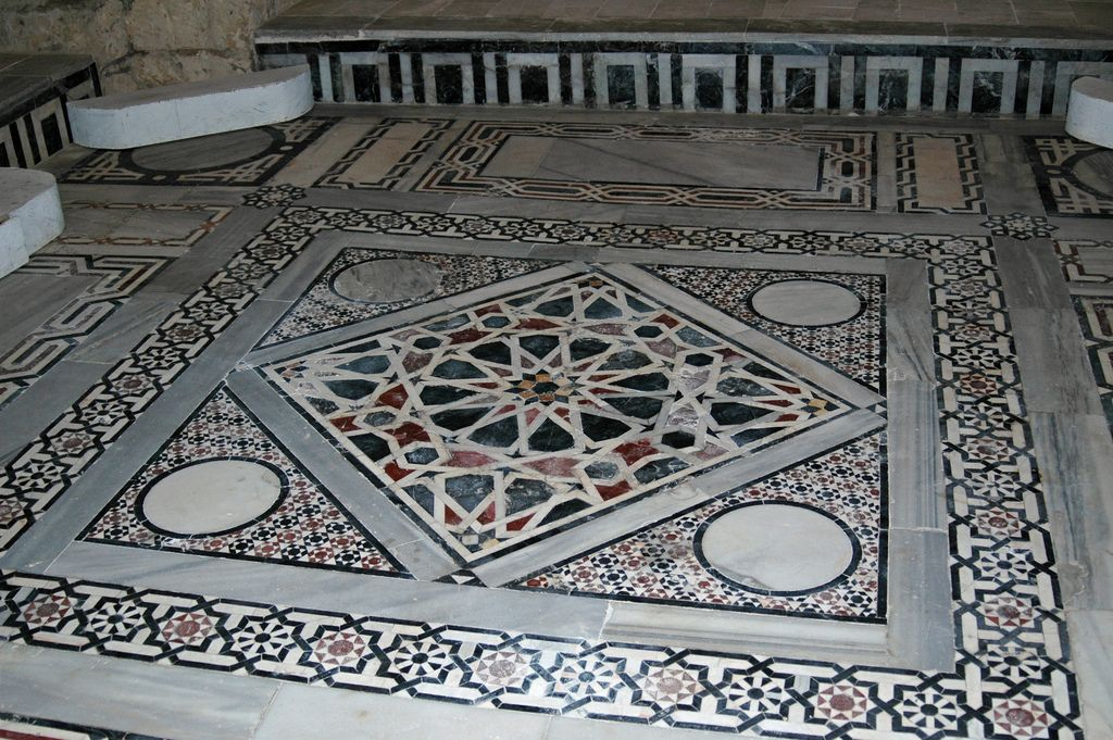 Floor of a mosque   por stevesheriw