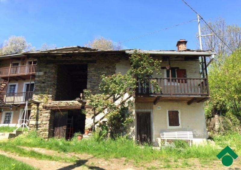 rustici / cascine / case in vendita a Prarostino