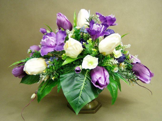 Irysy Tulipany Fiolet I Krem Waza 1382 Sztuczne Kwiaty Stroik Na Grob Sympathy Flowers Floral Arrangements Floral