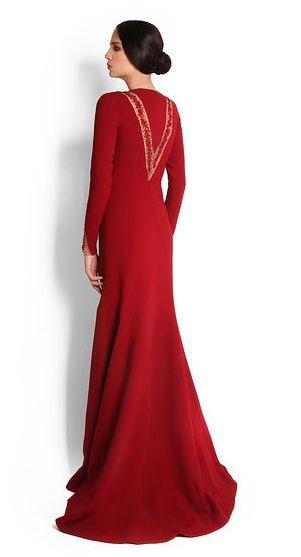 Melisandre, GoT inspired fashion -> http://chezagnes.blogspot.com/2016/06/moda-fuera-de-serie-inspiracion-greyjoy.html #GameofThrones #GoT #JuegodeTronos #JdT #Melisandre #Red #rojo #Fashion #Moda #modafueradeserie  Blood red gown for Melisandre, Georges Hobeika