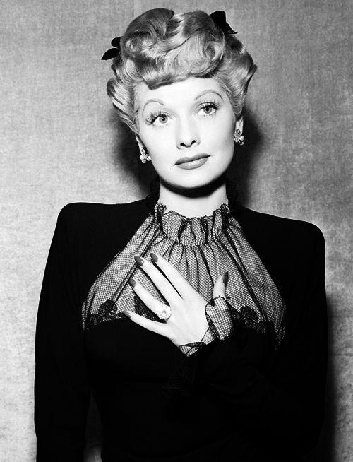 Superieur Lucille Ball Wearing Her 40 Carat Aquamarine Engagement Ring, A Cushion Cut  Diamond On