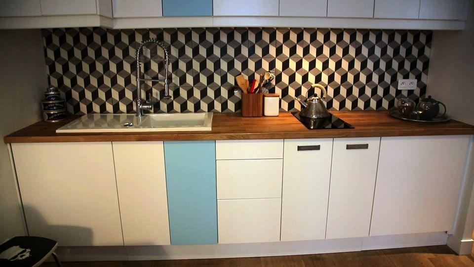 La cuisine à l'américaine transforme cet appartement de 30m2 et permet de ne pas réduire l'espace salon.