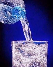 Agua mineral para lavar el rostro