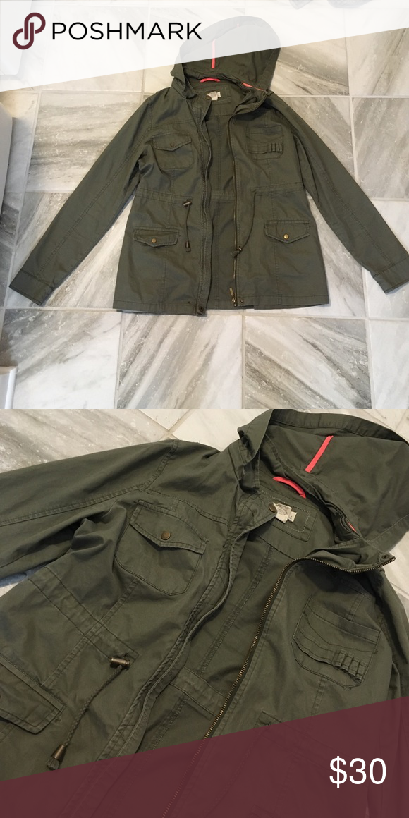Army Green Jacket Perfect Condition •• Detachable Hood •• Lightweight Jackets & Coats