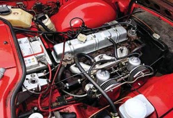 Triumph Tr6 Engine Bay The Engine Is An Inline 6 Cylinder Fuel