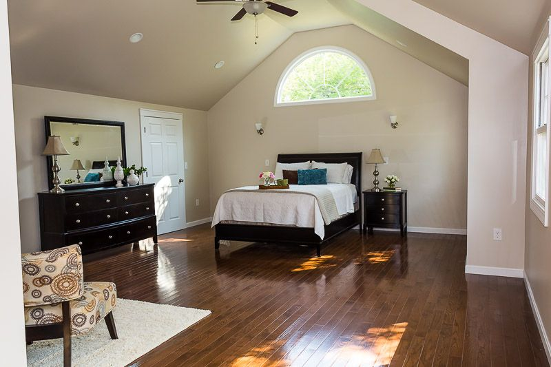 Vaulted Ceiling In Master Suite Half Moon Window Julie Chrissis Suggested Painting The Same Color As Walls Benjamin Moore S Edgecomb