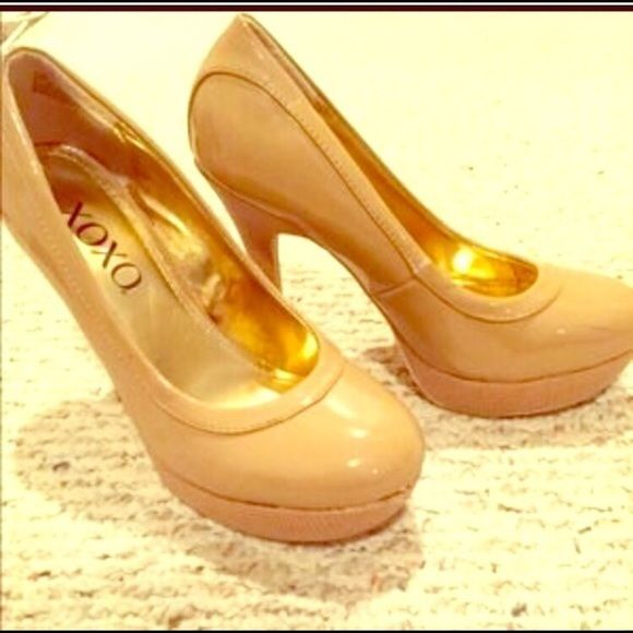 Nude Pumps Size 7, worn but still in great condition. Photo credit to original posher, rojobarb. TV: $20 XOXO Shoes Heels