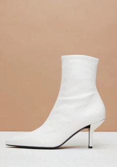 967d0aaa3d2 8 Chic White Boots You ll Wear With Everything
