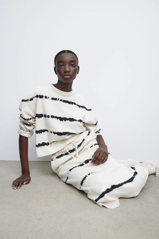 Tie Dye Sweatshirt Zara United States In 2021 Tie Dye Sweatshirt High Fashion Street Style Sweatshirts Women [ 1500 x 1000 Pixel ]