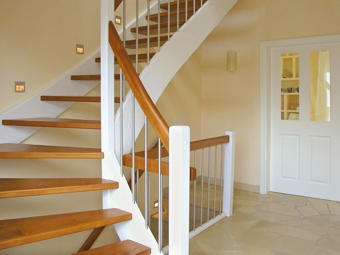 treppenaufgang einfamilienhaus wohndesign. Black Bedroom Furniture Sets. Home Design Ideas