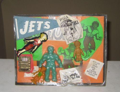 Vintage-Marvel-Incredible-Hulk-Rubber-Jiggler-Vending-Machine-Display-Card-MOC