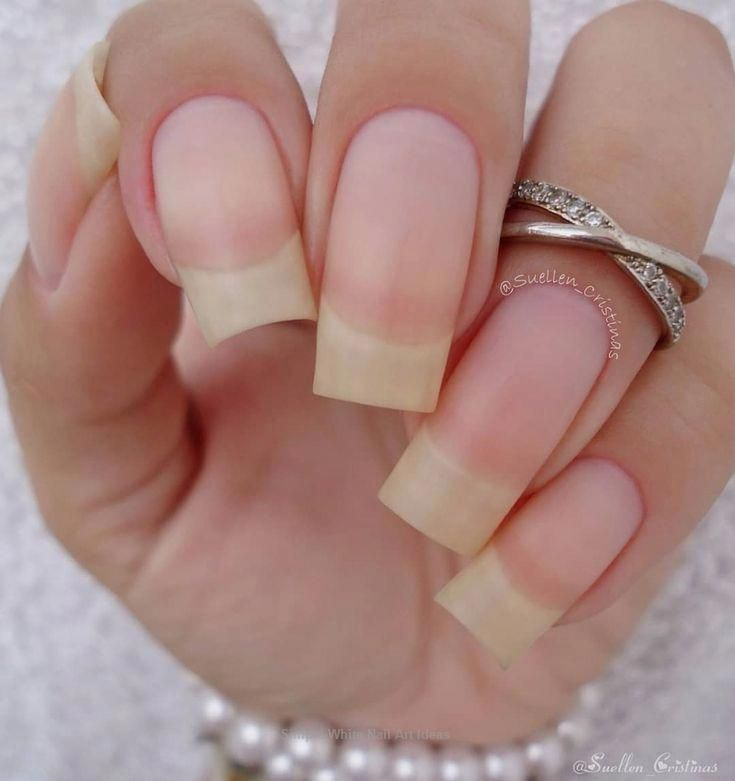 30+ Simple & Trending White Nail Design Ideas #nails #classicnails #crackedskinonheels