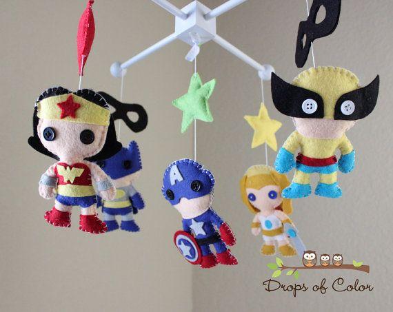 Bebé bebé cuna móvil vivero Super héroes por dropsofcolorshop ...
