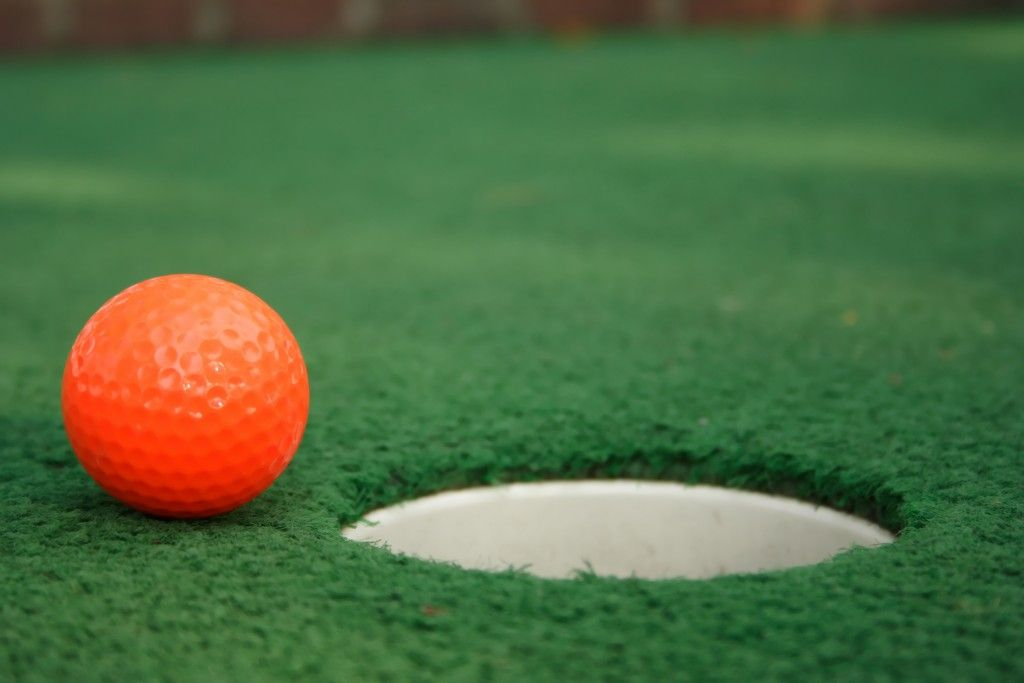 Play mini golf with your kids in NYC this Summer - Rattles & Heels