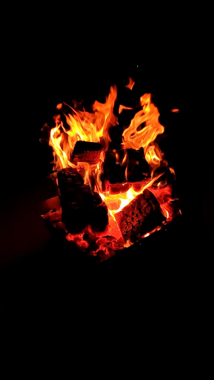 焚き火のスローモーション!幻想的で癒される