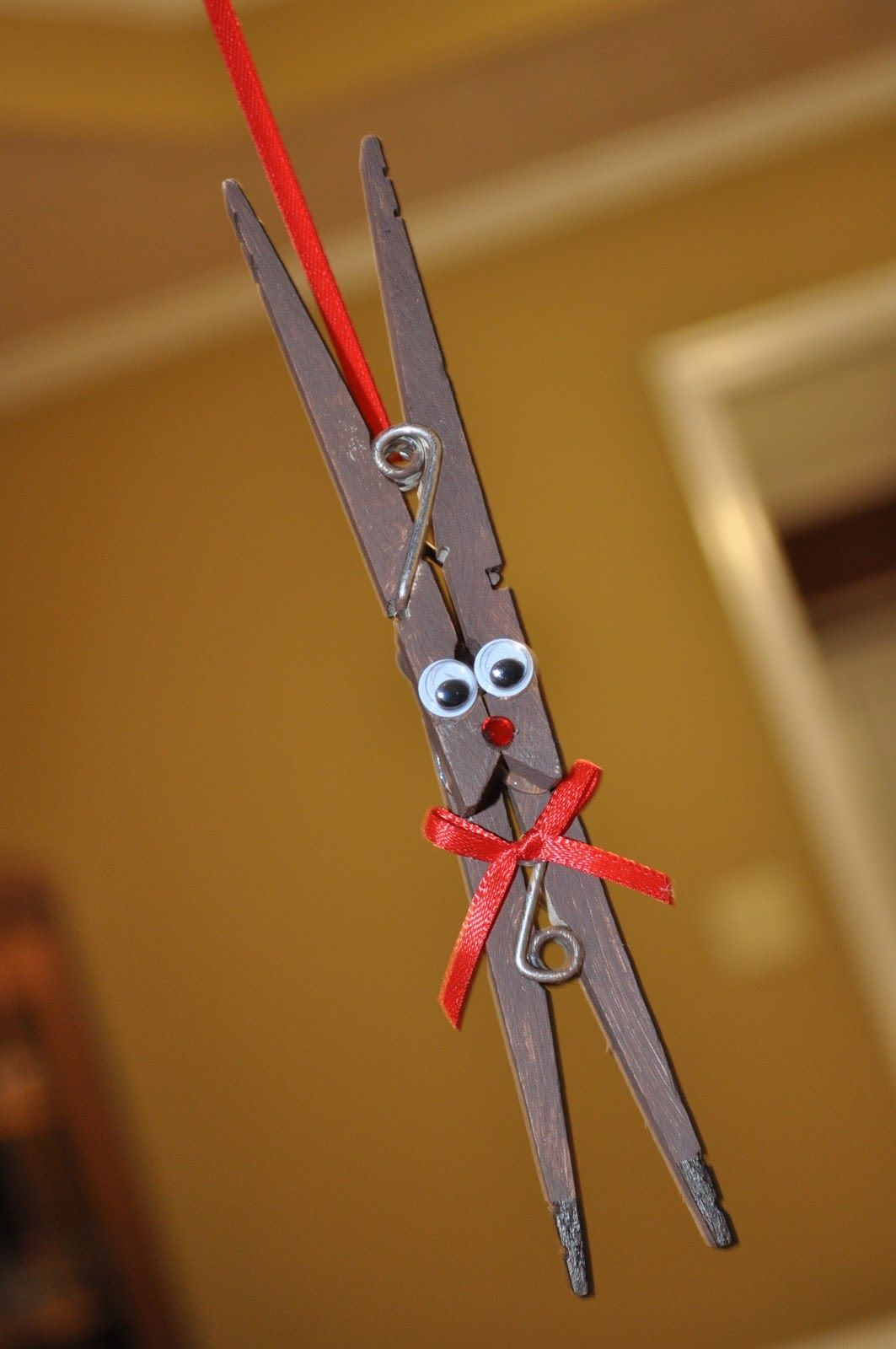 Free Christmas Ideas Crafts Part - 30: Free Christmas Ornament Craft Ideas   Clothespin Reindeer @ The Crafty  Crystal