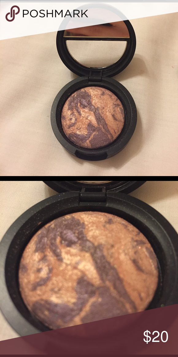 "Laura Geller Baked Marble Eyeshadow Brand new! Very pretty champagne pink and deep purple in shade ""amethyst"" laura geller Makeup Eyeshadow"