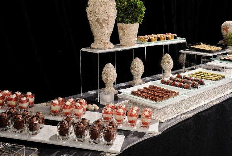 Dessert bar acrylic stands over accessories buffet for Food bar pinterest
