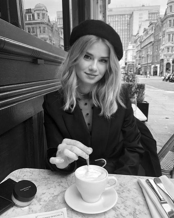 klassisches Pariser Café. Besuchen Sie Daily Dress Me unter dailydressme.com für weitere Informationen #dailydressme