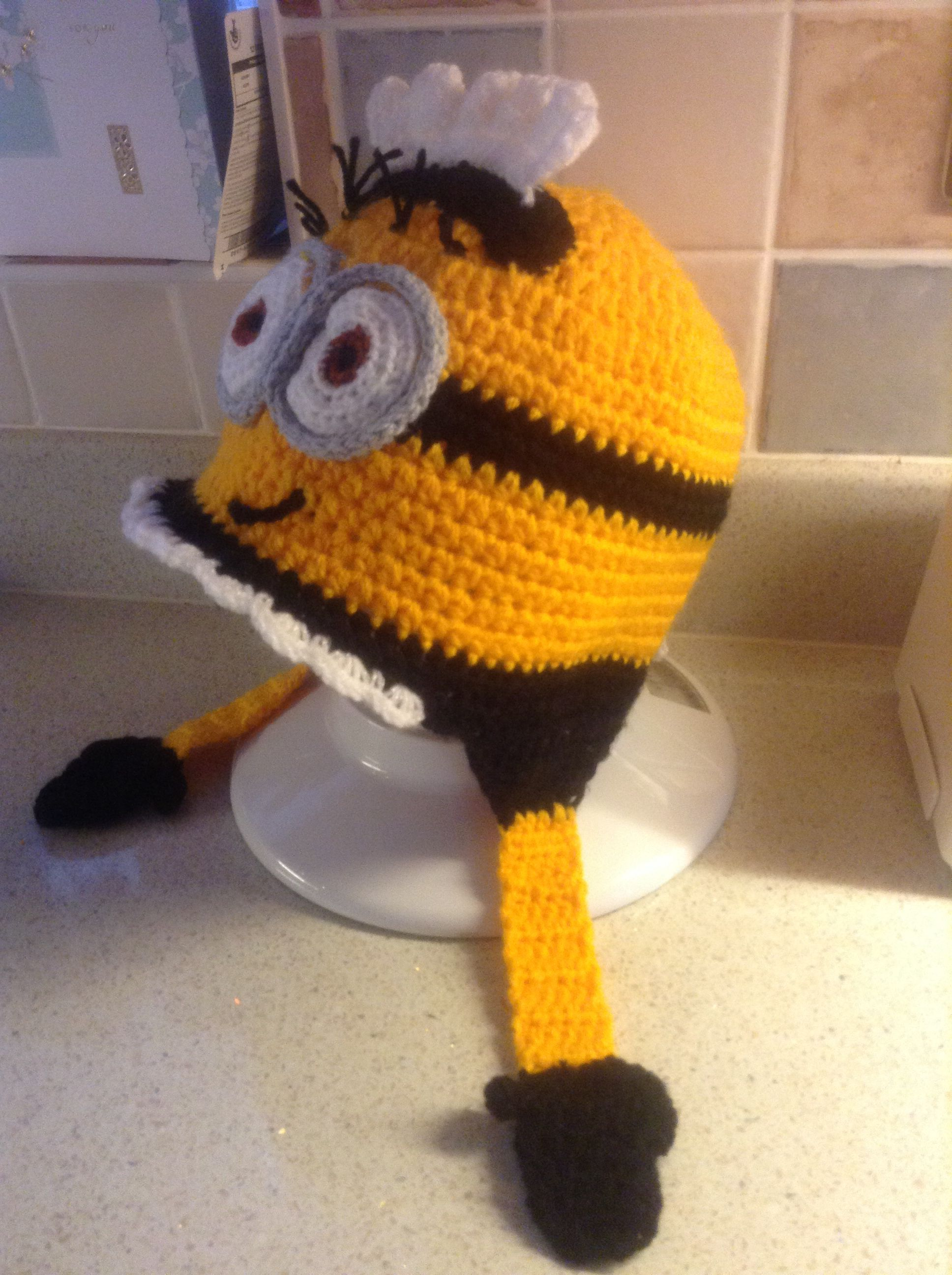 Xmas gift. Basic beanie pattern with ear flaps inspired by free patterns from .... http://www.mooglyblog.com/10-free-minions-crochet-patterns/