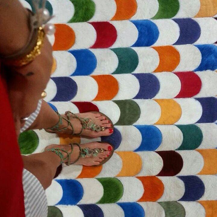 Nuestro hermoso Tapete de cuero African Leather, exhibido en el almacén La Pajara Pinta en Monteria.