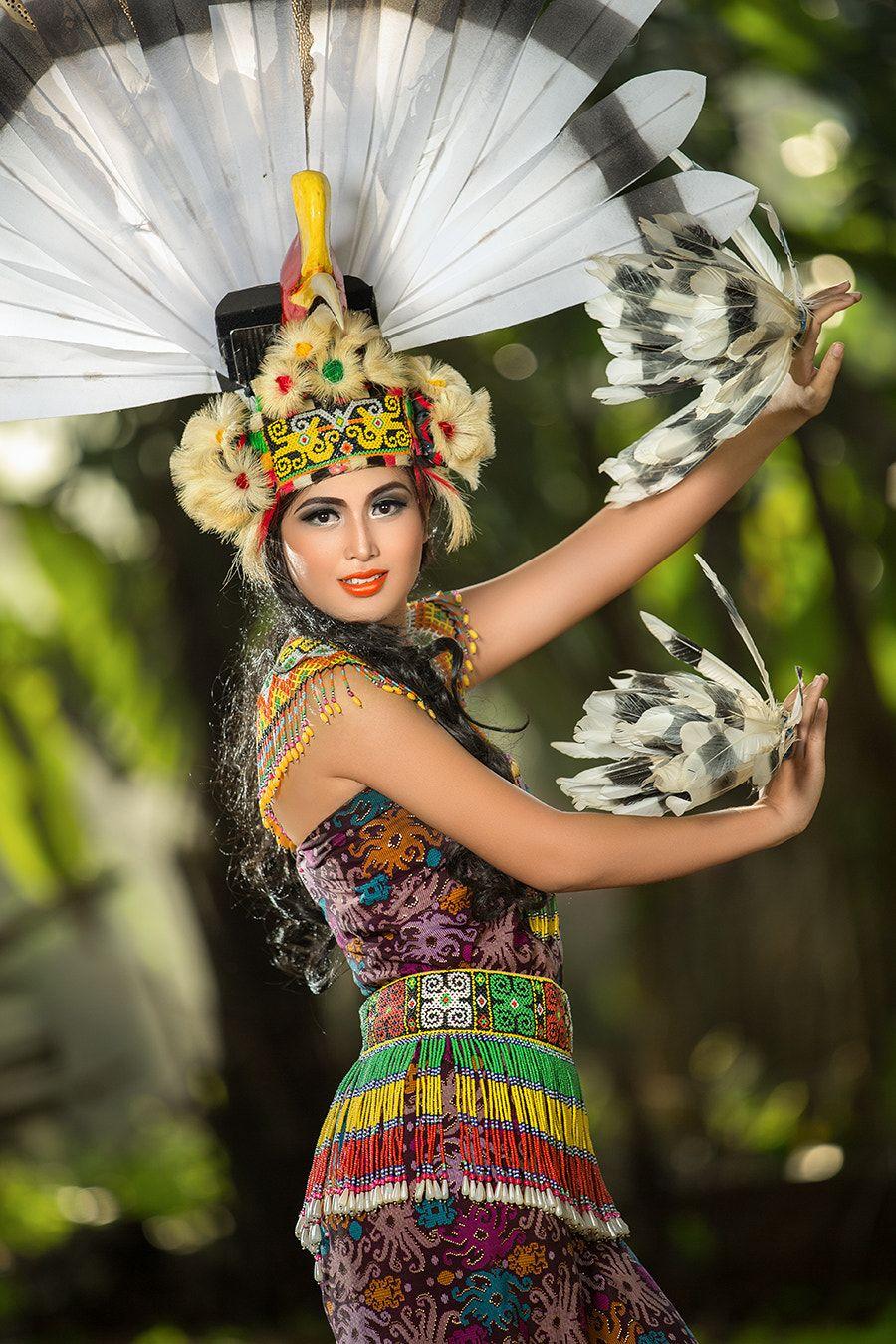 Baju Adat Papua Modern