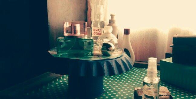 Soporte de perfumes reciclado.