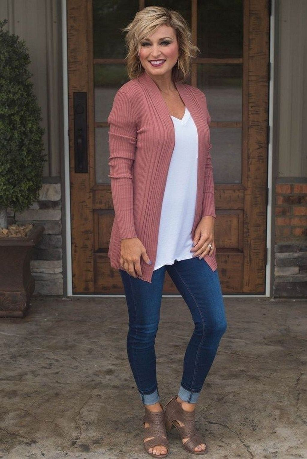 Inspiring Spring And Summer Outfits Ideas For Women Over 29 in