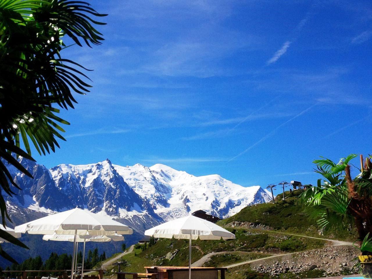 Altitude Lounge Bar in Chamonix Mont Blanc www.la-chavanne.com DJ et Music Live #Chavanne